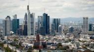 Neue Zinswelt: Die Türme der Banken in Frankfurt unterscheiden sich deutlicher voneinander als ihre Zinsen.