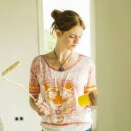 Was da wohl alles drin sein mag? Wandfarben enthalten oft Lösemittel, die penetrant ausdünsten.