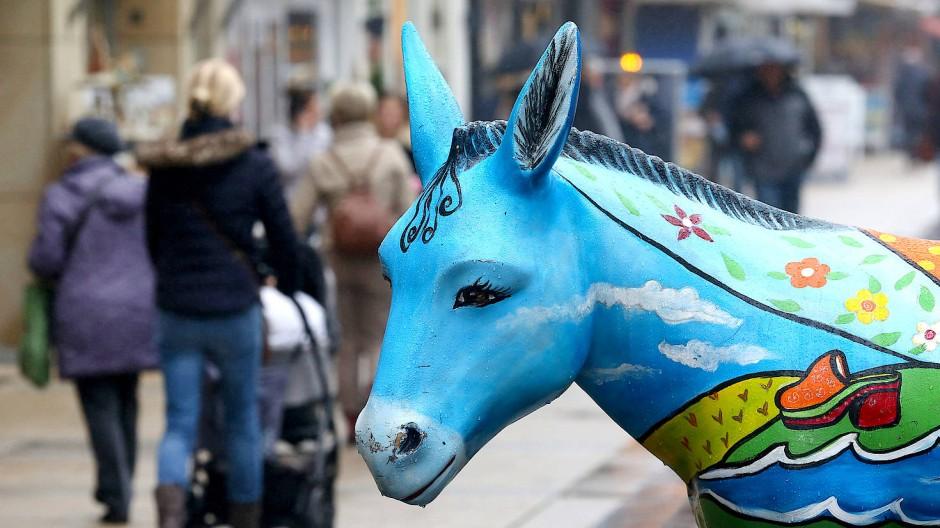 Eselskulpturen gibt es in Wesel jetzt schon viele. Bald auch auf den Ampeln?