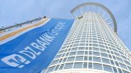 Obenauf: Die DZ Bank gehört zur etwa 220 Institute zählenden Gruppe, die als Branche im ersten Halbjahr als Gewerbesteuerzahler in Frankfurt top waren