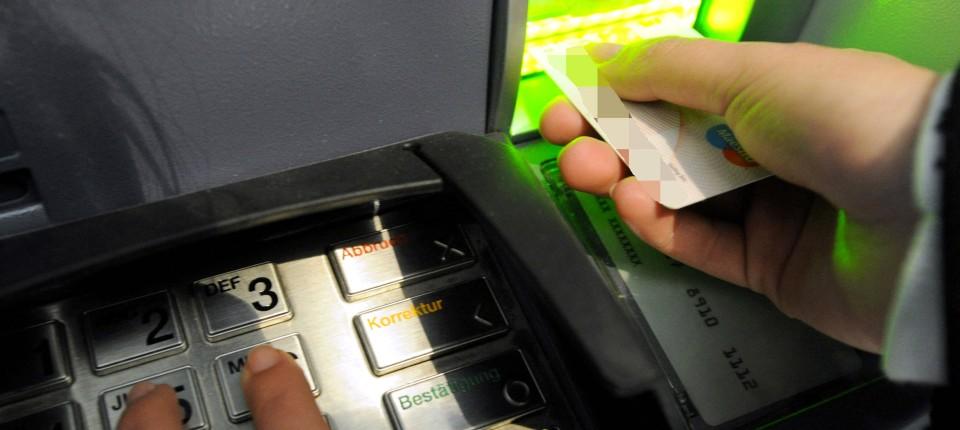 Kostenlos Geld abheben: Kosten, Gebühren & Limit am Geldautomat