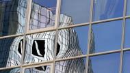 Sind die Rückstellungen der Deutschen Bank für laufende Rechtsverfahren und drohende Vergleichszahlungen ausreichend? Das möchte die DSW herausfinden.