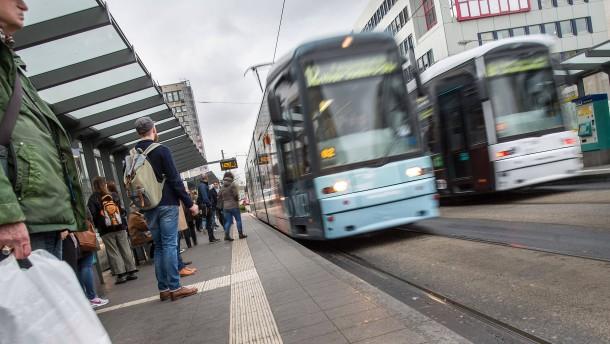 Bus- und Bahnfahren wird teurer – ein wenig