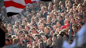 Fußballfans drohen mit Bezahlkarten leer auszugehen