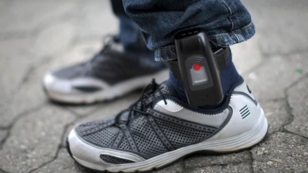 Kabinett will Fußfessel für Gefährder beschließen