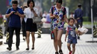 Das Handy gehört in China zum Alltag - auch beim Bezahlen.