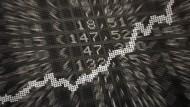 Nach dem langen Osterwochenende dürfte der Dax nach Einschätzung von Börsianern am Dienstag fester in den Handel starten.