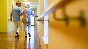 Wer künftig für die Pflege zahlen muss