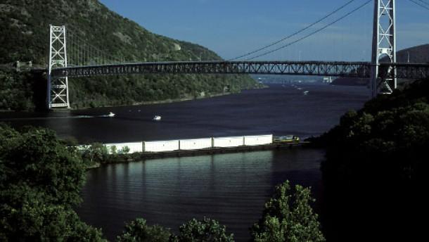 CSX-Zug mit Brücke