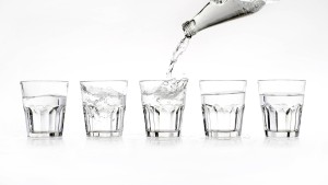 Am Wasser scheiden sich die Geister: Aus der Leitung oder lieber aus der Flasche?