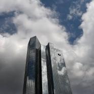 Die Anleger sind ob tiefroter Zahlen und milliardenschwerer Belastungen durch Rechtsstreitigkeiten bei der Deutschen Bank besorgt.