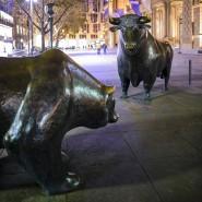 Bulle und Bär vor der Frankfurter Börse: Finanzmärkte gehen optimistisch ins Jahr 2017.