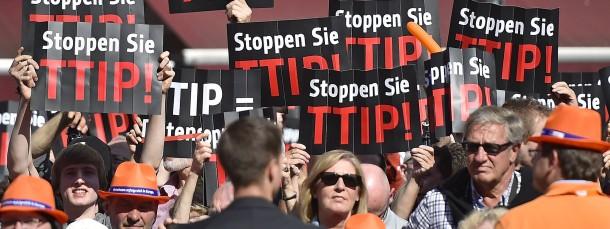 Auch die Sorgen rund um das Handels- und Investitionsschutzabkommen TTIP führen zu einem gespaltenen Verhältnis der Deutschen zum Außenhandel.