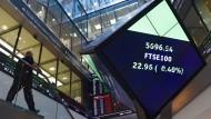Immer mehr Aktionäre der Deutschen Börse zweifeln, ob die Fusion mit der Londoner Börse unter den bisherigen Bedingungen noch gut ist.
