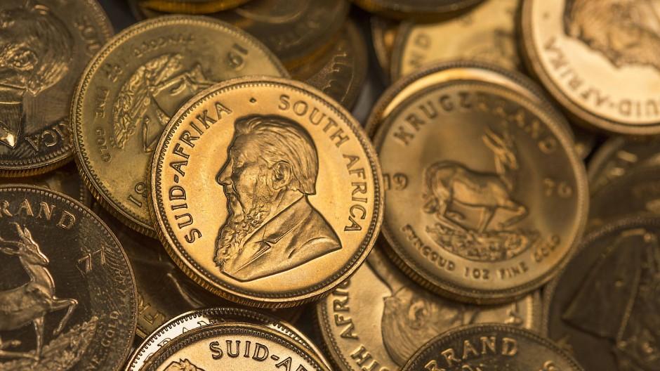Beute: Trickbetrüger nehmen auch gerne Goldmünzen, wie eine Seniorin aus Königstein feststellen musste