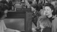 """""""Bitte einmal einzahlen"""": Treue zur Bank wurde früher schon in den Kindertagen eingeübt."""