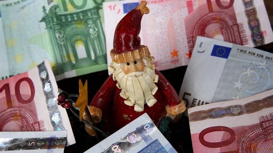 Auch in diesem Jahr hält der Weihnachtsmann für die Tarifbeschäftigten ein nettes Gutsel bereit.
