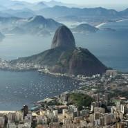Von der berühmten Christusstatue aus betrachtet, wirkt alles friedlich. Doch Brasilien durchlebt gerade politisch wie wirtschaftlich stürmische Zeiten.