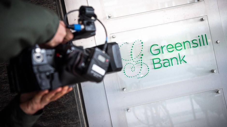 Im Fokus: Firmenschild der nun insolventen Greensill Bank in Bremen