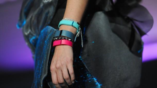 Fitbit trotzt der Apple Watch