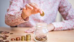 Fast die Hälfte der Frauen fürchtet finanzielle Abhängigkeit im Alter