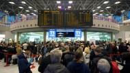 Verdi ruft an Flughäfen in Hamburg und Stuttgart zu Warnstreiks auf