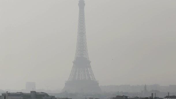 Paris führt wegen Smogs Fahrverbote ein