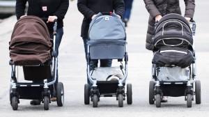 Ein teurer Kinderwagen muss laut Stiftung Warentest nicht unbedingt gut sein.