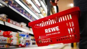 Bei Rewe kann man jetzt ab 10 Euro Geld abheben