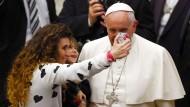 Papst: Bei Selfies fühle ich mich wie ein Urgroßvater