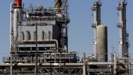 Auch Raffinerien wissen nicht immer, was sie das Öl kosten wird.