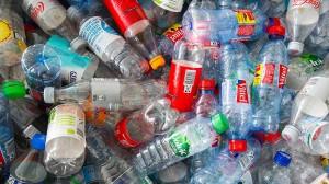 Die bessere Kennzeichnung soll Kunden dazu verleiten, statt Einweg- häufiger Mehrwegflaschen zu kaufen.