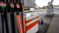 Vom hohen Benzinpreis im Herbst haben auch Tankstellen profitiert.