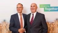 Bayer-Chef Werner Baumann und Monsanto-Vorstandschef Hugh Grant: Das Beratungsmandat für die Monsanto-Übernahme hat die Bank of America aufsteigen lassen.