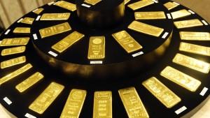 Expansive Geldpolitik lässt Goldpreis steigen