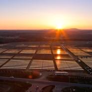 Die größte in Amerika installierte Solar- und Brennstoffzellen-Anlage im Bundesstaat North Carolina. Die Anlage versorgt das Rechenzentrum des Computerkonzerns Apple.
