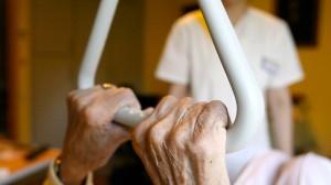 Die Gefahr, einmal ein Pflegefall zu sein, wird häufig verdrängt.