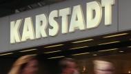 Karstadt-Eigentümer Benko bietet laut Medienberichten für Kaufhof