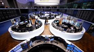 Dax steigt auf 2-Jahres-Hoch und Dow auf Rekord