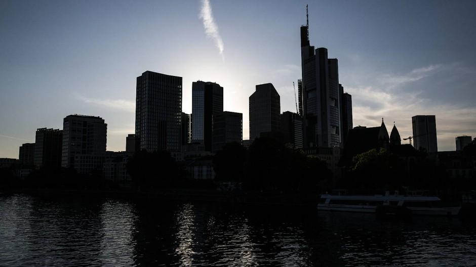 Düster: Blick auf die Skyline des Frankfurter Bankenviertels