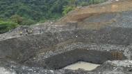 Das Förderloch einer illegalen Goldmine in der kolumbianischen Region Chocó.