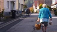 Die meisten alten Menschen möchten möglichst lange in ihren eigenen vier Wänden leben.
