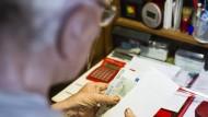 Weniger übrig als erwartet: Der Niedrigzins lässt auch Betriebspensionen schrumpfen.