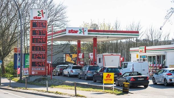 Verbraucher spüren Ölpreis-Sturz verzögert