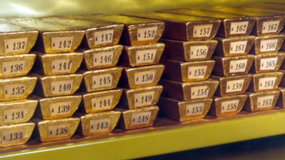 Weil der Euro fällt, verliert Gold an Glanz.