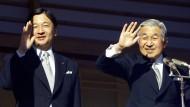 Japans Kaiser Akihito mit seinem Sohn, Kronprinzen Naruhito.