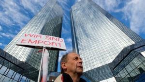 Deutsche Bank hört Kritiker an