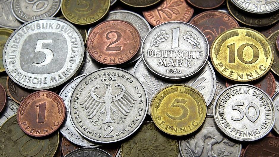 15 Jahre nach der Euro-Bargeldeinführung sind immer noch D-Mark im Milliardenwert im Umlauf.