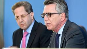 De Maizière und Maaßen legen Verfassungsschutzbericht vor