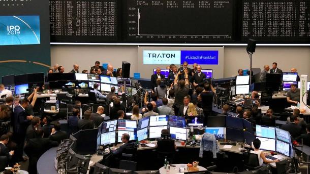 Lkw-Bauer Traton stottert an die Börse